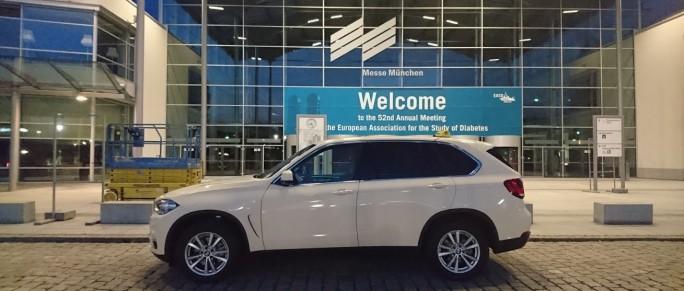 BMW X5 als Taxi vor der Messe München